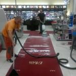Strojní čištění červených koberců v Praze