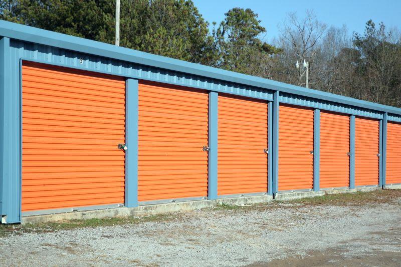 Odstranění-graffiti-na-garážích